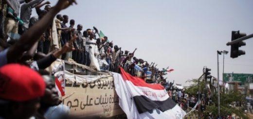 Координатор протестов в Судане «на пальцах» объяснил, зачем им революция